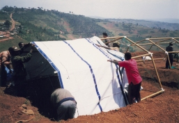 Shigeru-Ban-Paper-Emergency-Shelter-for-UNHCR-01